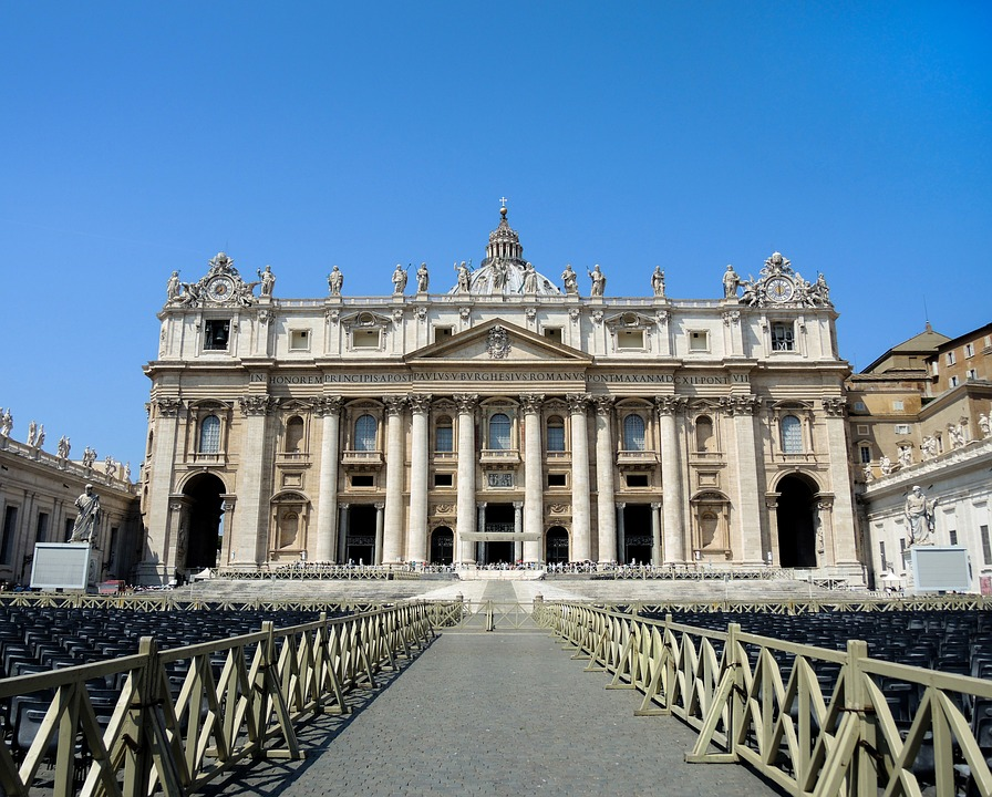 solo travel guide to Vatican city